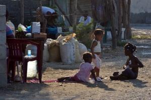 Visita de los representantes de la Comisión Internacional de los Derechos Humanos al Batey 6 de Tamayo. Foto: Ariel Díaz-Alejo/acento.com.do. Fecha: 04/12/2013.